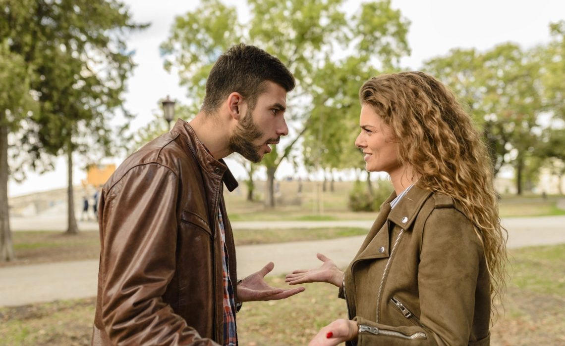 7 Signs That She is Losing Interest in You